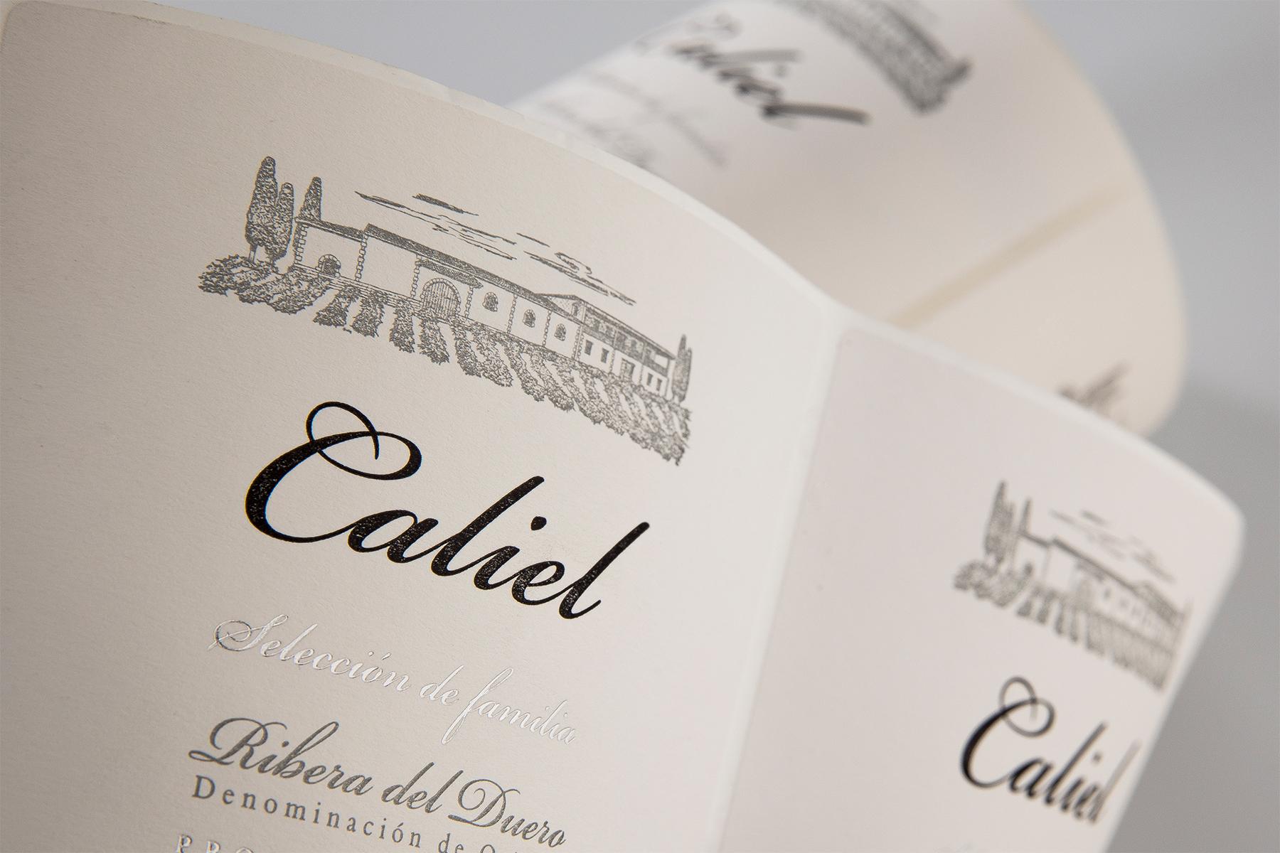 Etiqueta vino Caliel